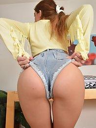 Joseline Kelly jean shorts