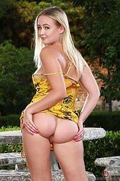 Natalia Queen yellow dress