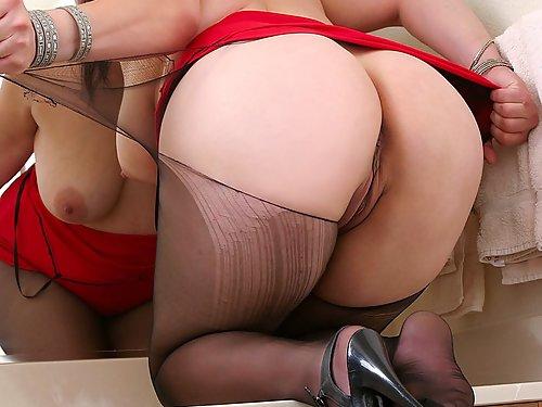 Bubble butt plumper tears off pantyhose
