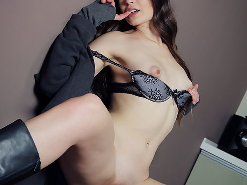 Brunette with puffy nipples and big pussy lips
