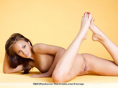 Brunette hottie Mira D posing nude
