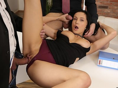 Black-haired babe Nicole love getting fucked