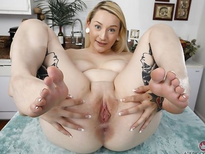 Tattooed blonde with big tits spreads her holes