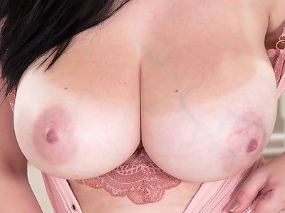 Black-haired babe shows off her huge tits