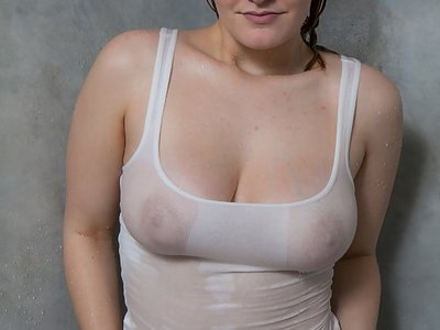 Redhead amateur shows with big boobs showering