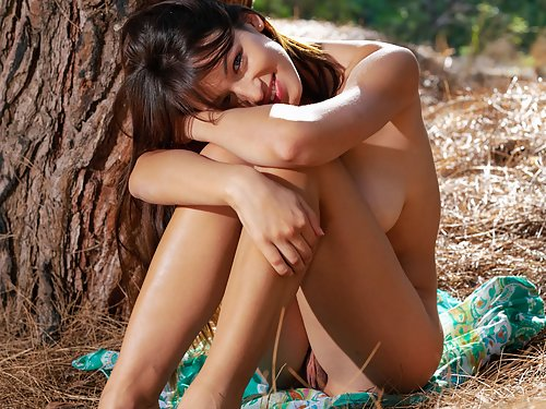 Sofi A Naked Outdoor Chick