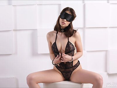 Brunette with a bih ass in black lingerie