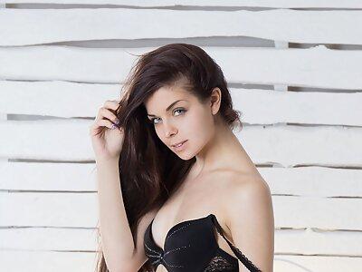 Teen model from Showy Beauty