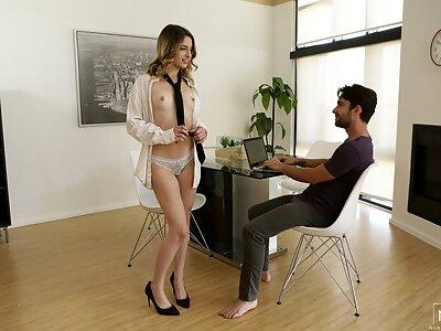 Sexy brunette Kristen Scott gets a creampie