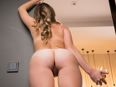 Curvy blonde pulls her thong aside