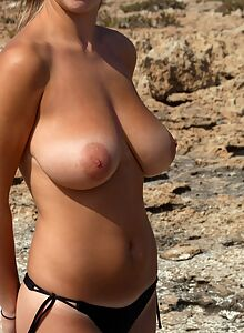 Freckled brunette amateur goes topless at the beach