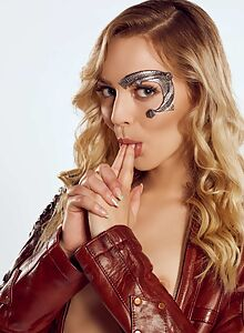 Sexy cosplay blonde getting fucked