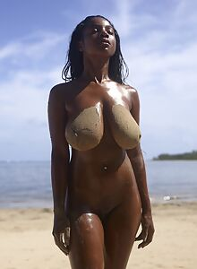 Curvaceous black babe Kiky naked on the beach for Hegre
