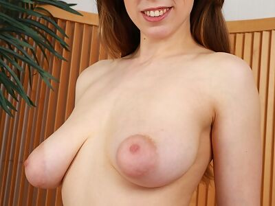 Brunette with big torpedo tits gapes her asshole
