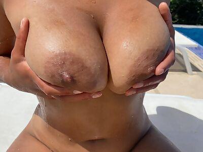 Busty black girl takes off her bikini in the pool