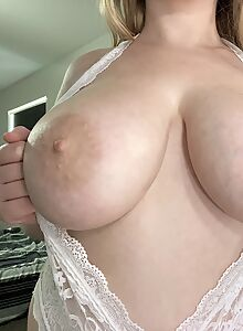 Chgubby blonde amateur shows off her big boobs