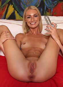 Flexible blonde toying her shaved pussy