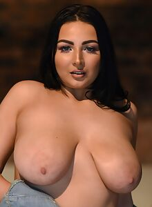 Busty black-haired bbw in stockings